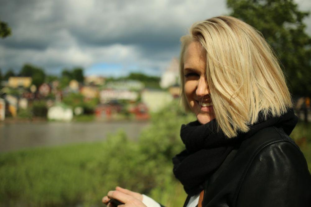 Porvoo_Vaimo_auringossa_hymy_joki_result