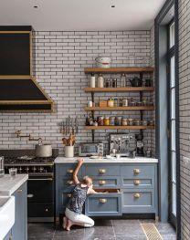http://www.mydomaine.com/kitchen-design-inspiration-spring-2014/?utm_source=newsletter&utm_medium=email&utm_campaign=the-most-drop-dead-gorgeous-kitchens-inside-oscarprgirls-hamptons-home