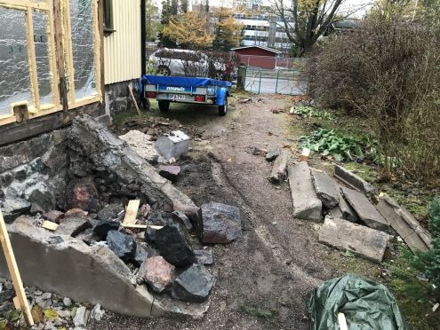 01-3-piha ennen kaivinkonetta_puutalo
