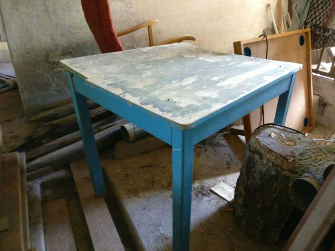 01 pöytä navetassa 1