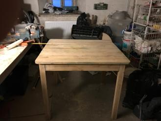 13 pöytä kasassa